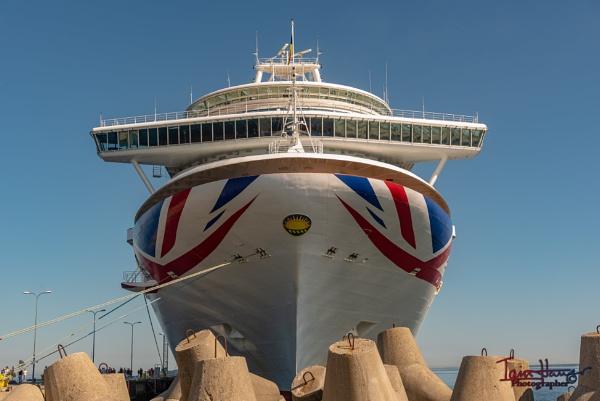Ship ashore!! by IainHamer
