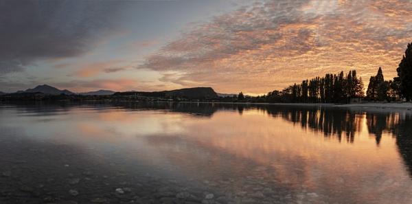 Sunrise over Wanaka by DavidWF