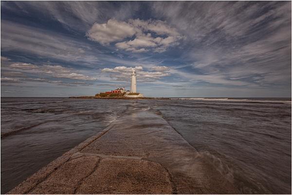 St Mary\'s Lighthouse by stevenb