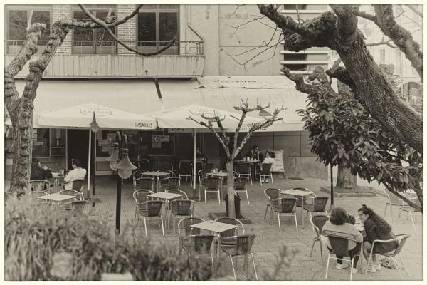 Socially distanced café by jacomes