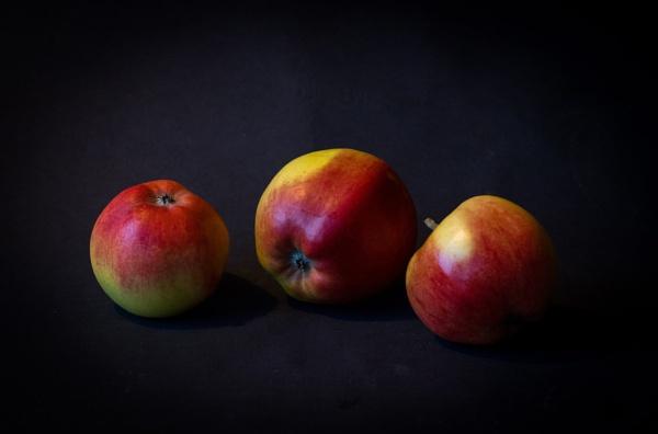 Apples. by Jukka