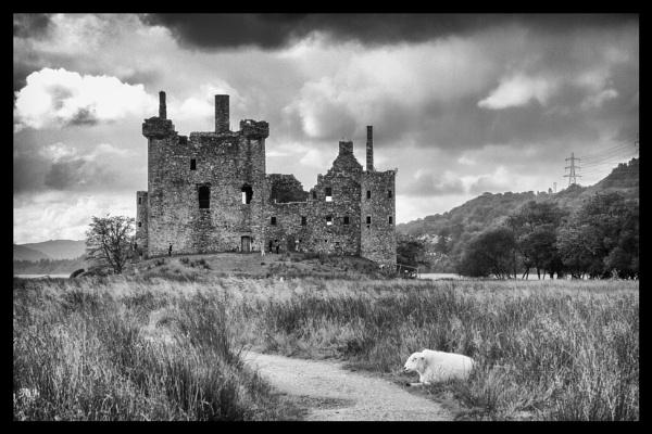 Kilchurn Castle by milepost46