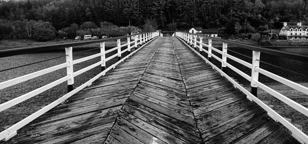 Zig Zag Bridge by Ffynnoncadno