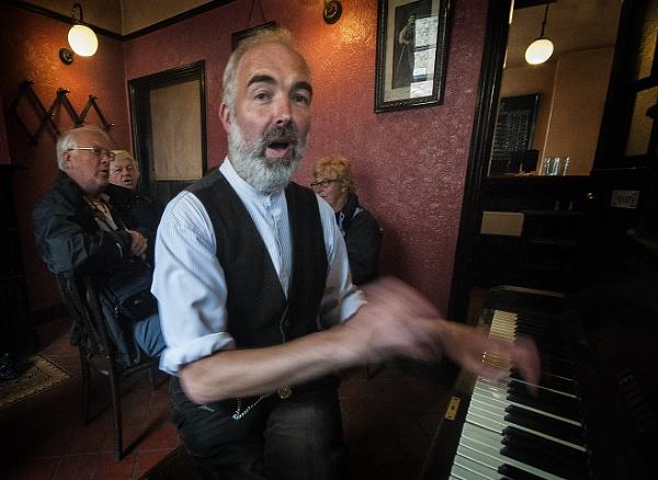 Pub Sing Along by Zydeco_Joe