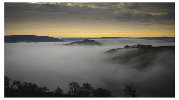 Misty Horseshoe Pass, Llangollen. by Brenty