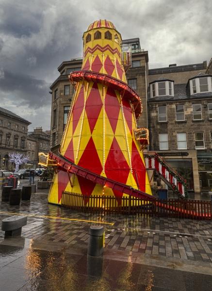 Alien spaceship force lands in Edinburgh, deploying emergency escape system. by peterellison