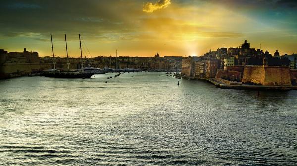 Valletta Harbour by mmart
