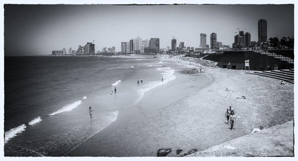 Tel Aviv Beach by bobbyl