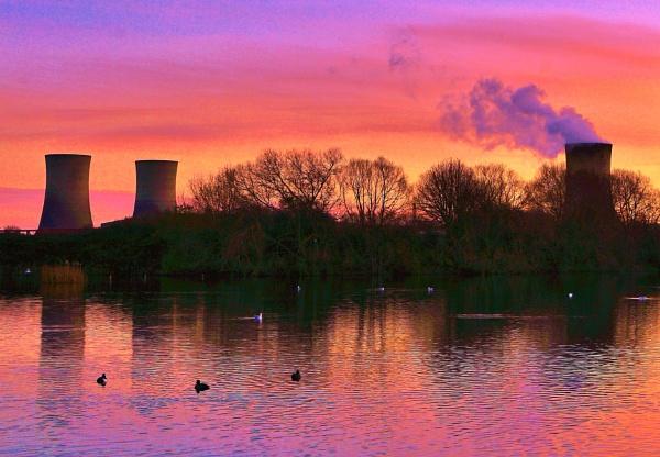 Dusk on Charlton\'s pond Billingham. by georgiepoolie