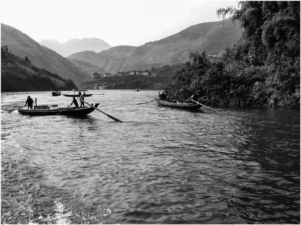 A boat ride to Fengdu by Daisymaye