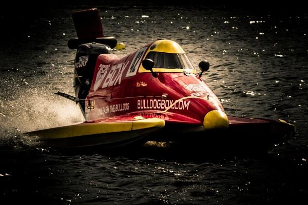 Powerboat racer by bobbyl