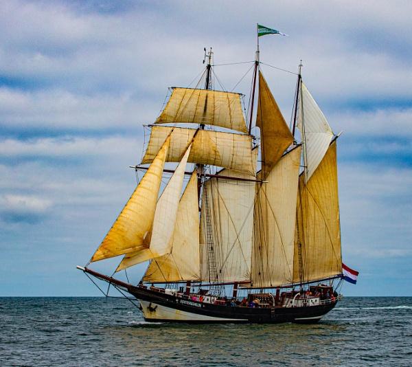 Full Sail by RonDM