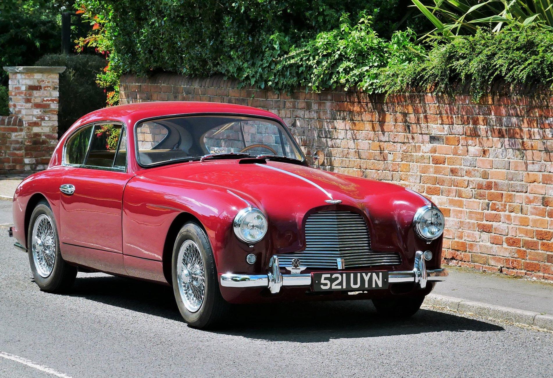 Aston Martin DB 2/4