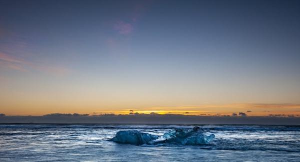 Small Iceberg by Daffy1