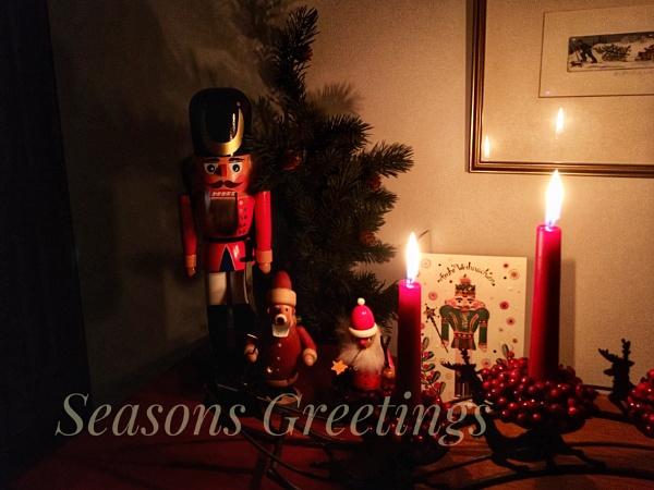SeasonÂ's Greetings by dukes_jewel