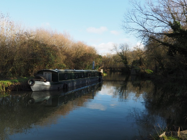 Narrowboat on the Stort by GwB