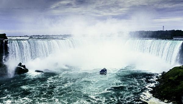 Niagara Falls by nstewart