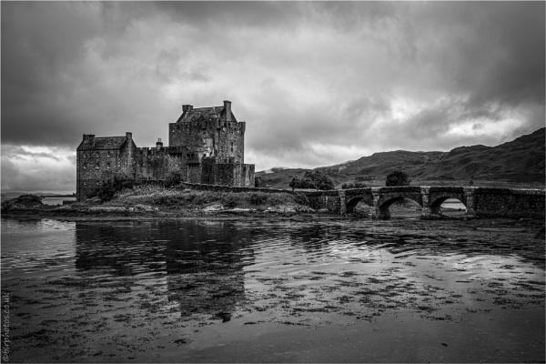 Eilean Donan Castle by blrphotos