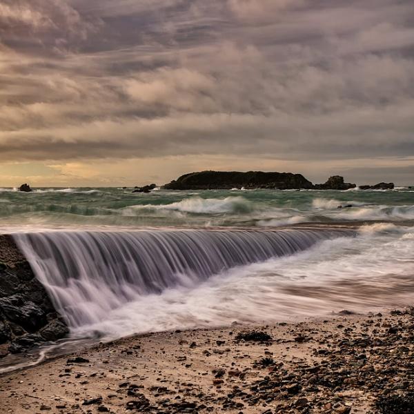 Green Island Waves by happysnapper