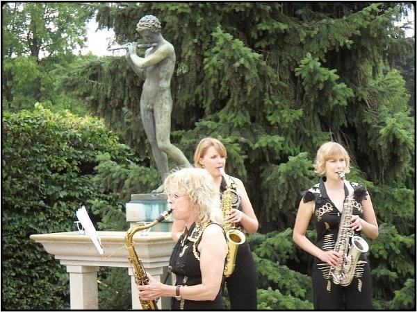 the saxo-girls by FabioKeiner