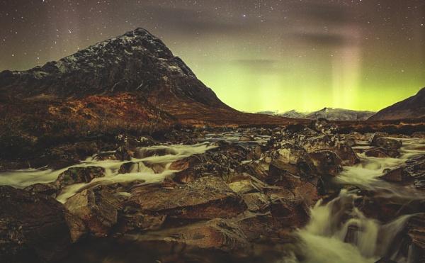 Aurora over Glencoe. by ianrobinson