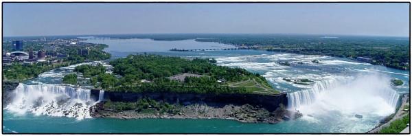 Niagara Falls by DaveRyder