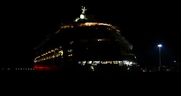 cruise at night by mogobiker