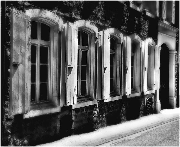 Windows, Boulogne by ZenTony
