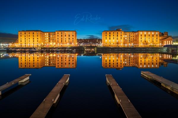 Albert Dock by night by edrhodes