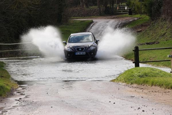 Making a splash by Oldtog