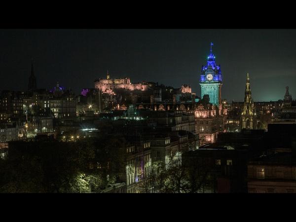 Edinburgh Skyline by philhomer