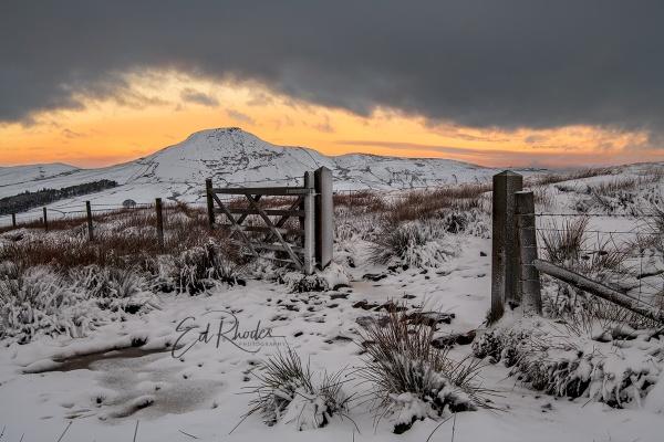 Shutlingsloe in Winter by edrhodes