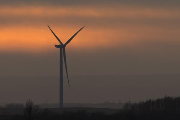 Wind turbine by oldgreyheron
