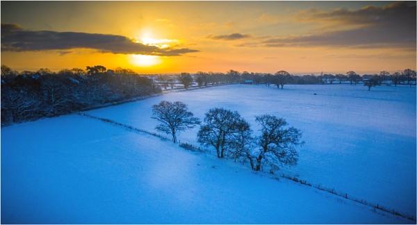 Winter sunrise by Stevetheroofer