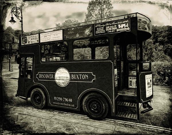 Tour Bus by adagio