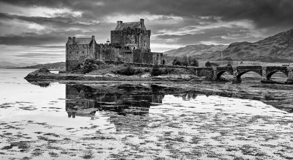 Eilean Donan Castle by Ffynnoncadno