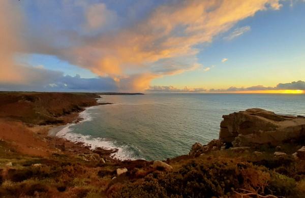 Cornish sunset by Priestcove