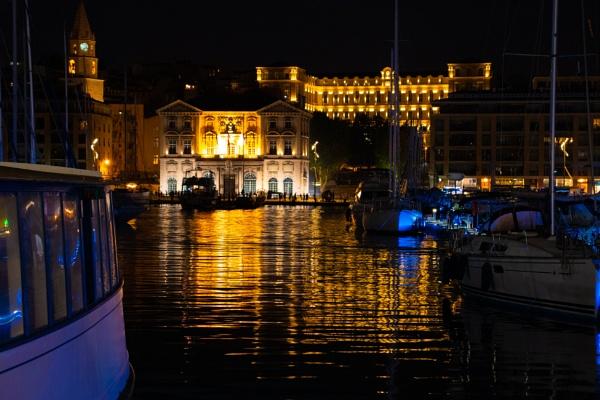 Hotel de Ville Pavillon Daviel at night by comuirgheasa
