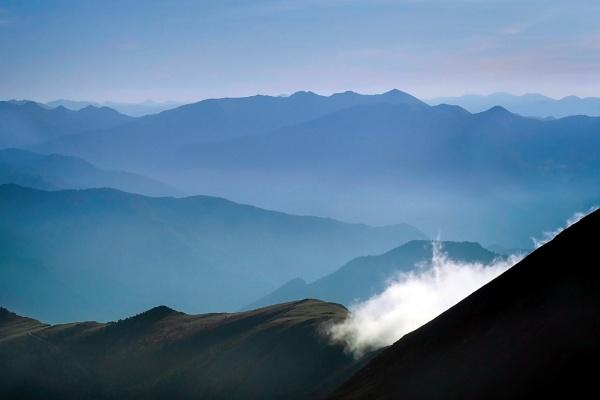 Mountain morning mist by MAK54