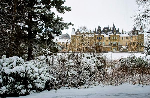 Winter in Callendar Park by AllistairK