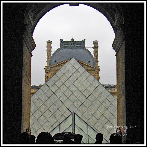 Au Palais du Louvre by GwailoAngMo