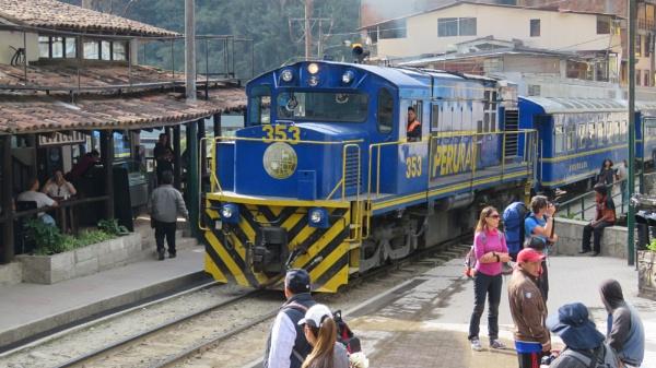 The train to Machu Picchu by TheURL