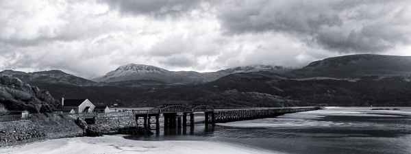 Barmouth Railway Bridge by Ffynnoncadno