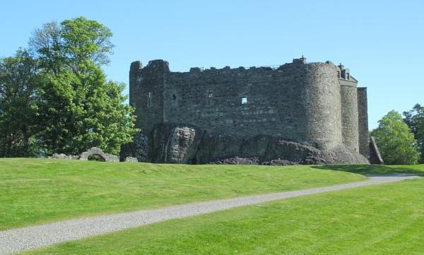 Dunstaffnage Castle by AH5310