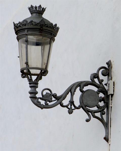 Lamp at Icod by ddolfelin