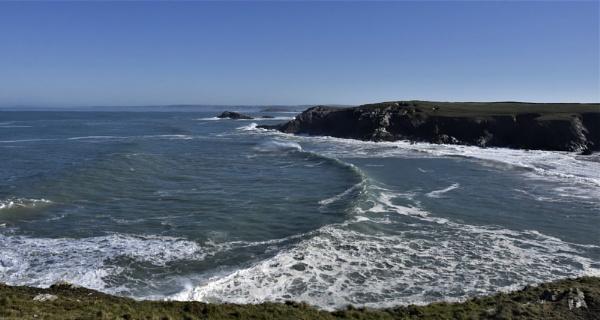 Cornish coastline by Madoldie