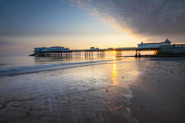 Cromer Pier Sunrise by Les_Cornwell