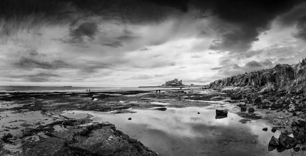 Bamburgh Castle by TomSaetan