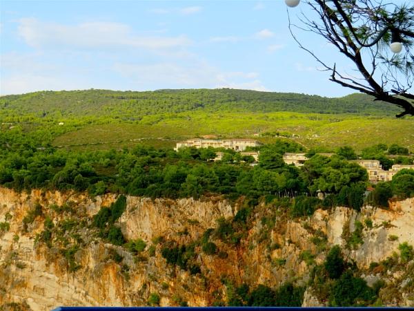 Hotel and cliff by ddolfelin