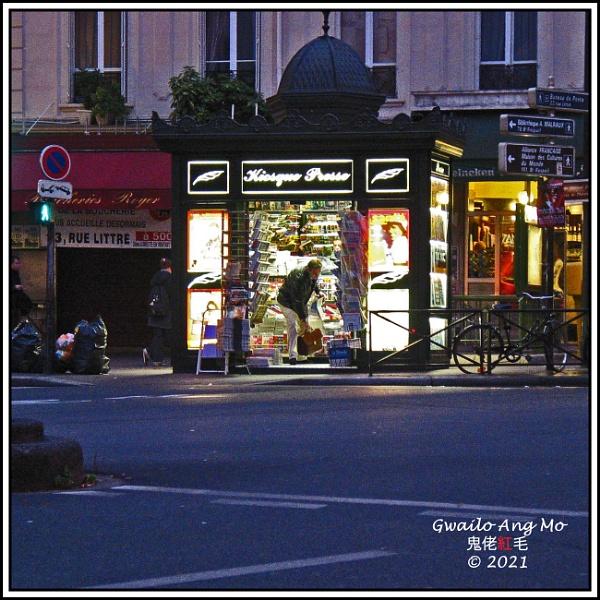 Kiosque Presse, Paris by GwailoAngMo